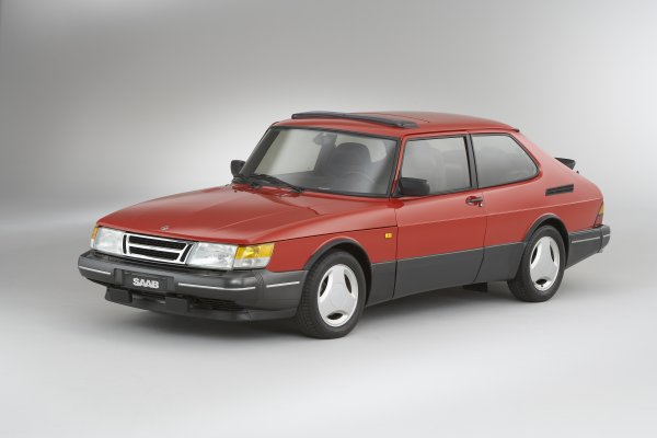 War Of The Noses   Saab 900 (classic)   Swadeology